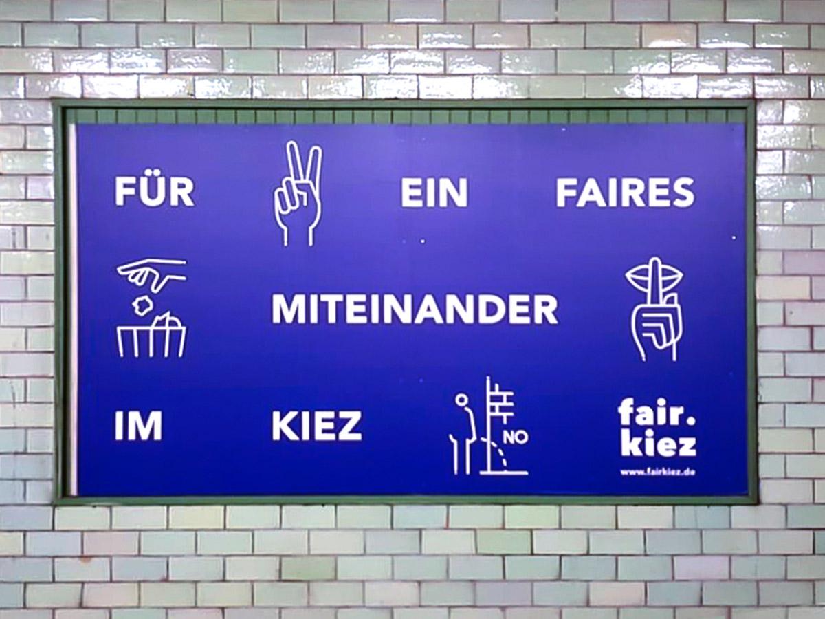 Plakatwerbung in der U-Bahn Station